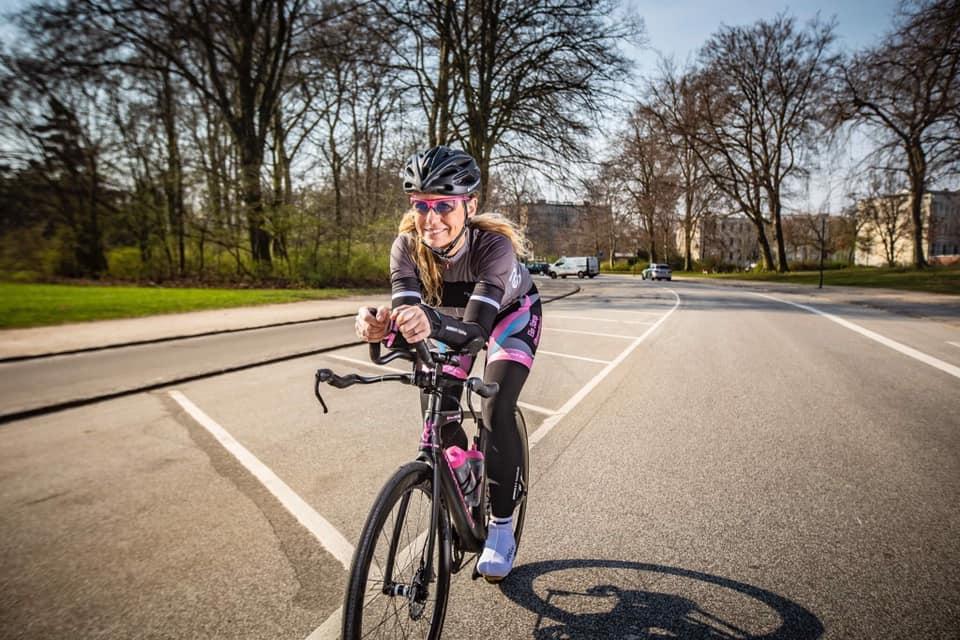 bc78808ed91 44-årige Elin Starup bliver i juni 2019 første nordiske kvinde solo i  sadlen i det 4.800 kilometer lange Race Across America. Undervejs skal hun  over Rocky ...